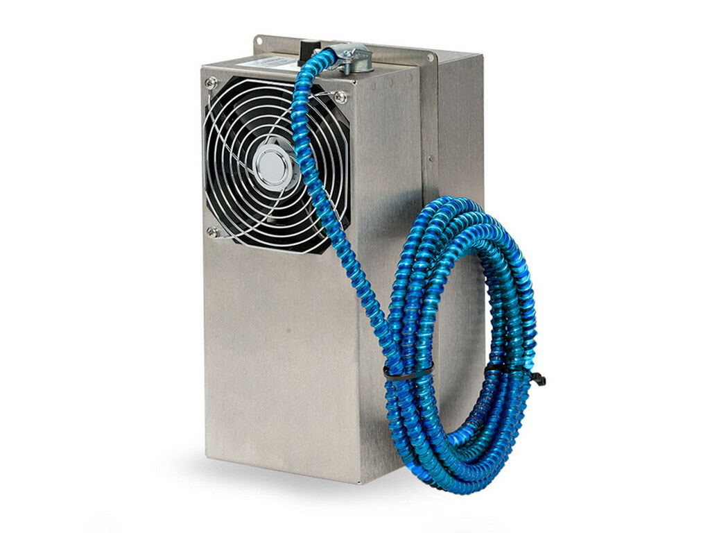 Small thermoelectric air conditioner for hazardous environments