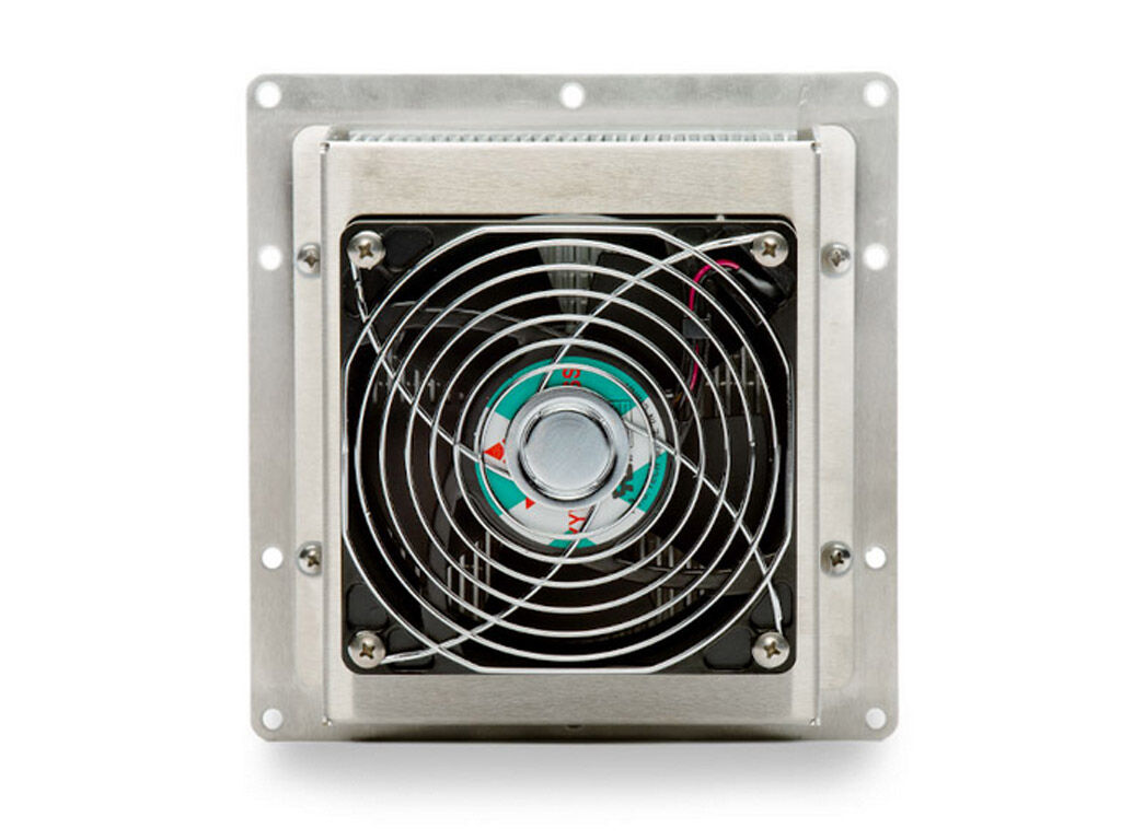 Small thermoelectric air conditioner